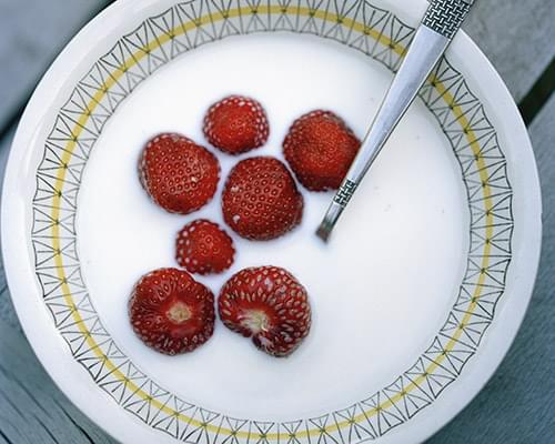 Jordgubbar i mjölk