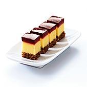 Västerbottensost-cheesecake med vinbärstopping