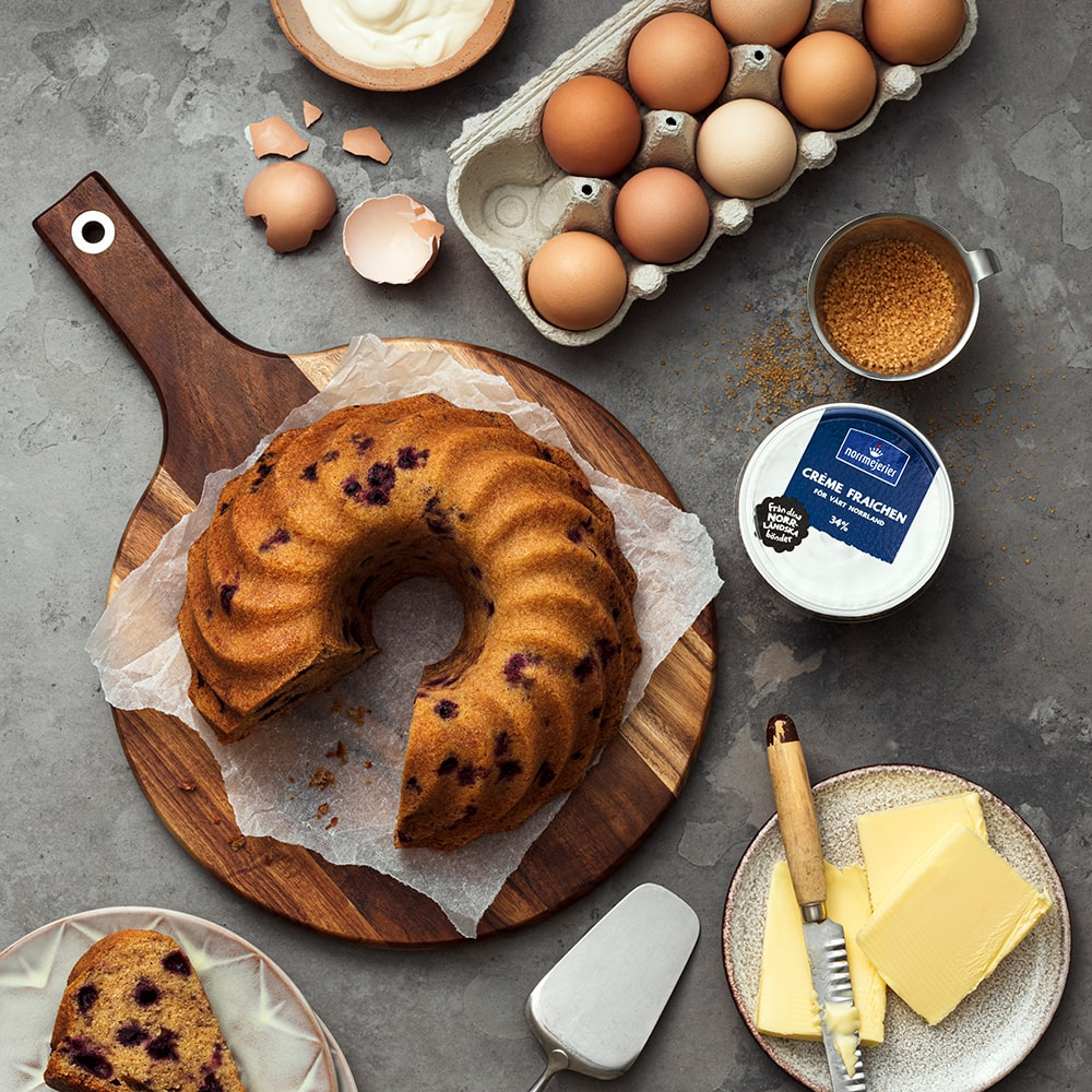 Blåbärs- och crème fraichekaka