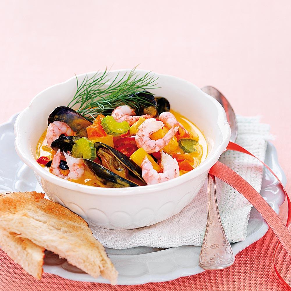 Skaldjurssoppa med saffran och chili