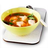 Snabb laxsoppa med ris, ärtor och basilika