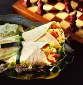 Kyckling och grönsaksfyllda tortillas