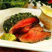 Örtstekt rostbiff med grönsakssås