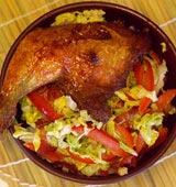 Asiatisk kycklingklubba med gräddkokt salladskål