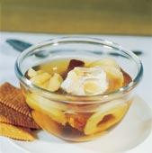 Soppa på torkad frukt och kanelstång