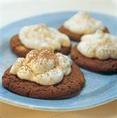 Vit chokladmousse på cookies