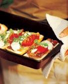 Varma mackor med skinka, tomat och vitlök