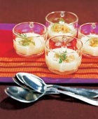 Små koppar med laxsoppa