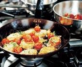 Laxfärsbiffar med stekta tomater