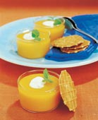 Mangosoppa med iskall crème fraiche