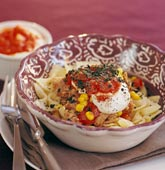 Tonfiskpasta med tomatsås och örter