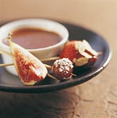 Chokladfondue med fruktspett