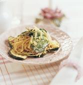 Spagetti med spenat och grillad zuccini
