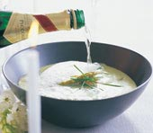 Krämig soppa med räkor och löjrom