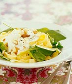 Vegetarisk pasta med nötter