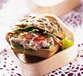 Tonfisksandwich med chili och vårlök