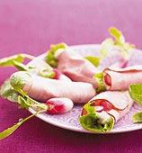 Rökt skinka i rullar med sallad och rädisor