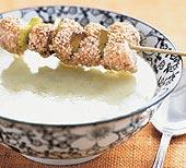 Potatis- och purjolökssoppa med sesamkycklingspett
