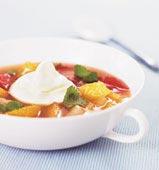 Citrussoppa med lättvispad grädde