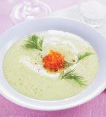 Kall gurk- och avokadosoppa med laxrom