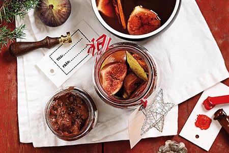 Portvinskokta fikon med kardemummachokladkräm
