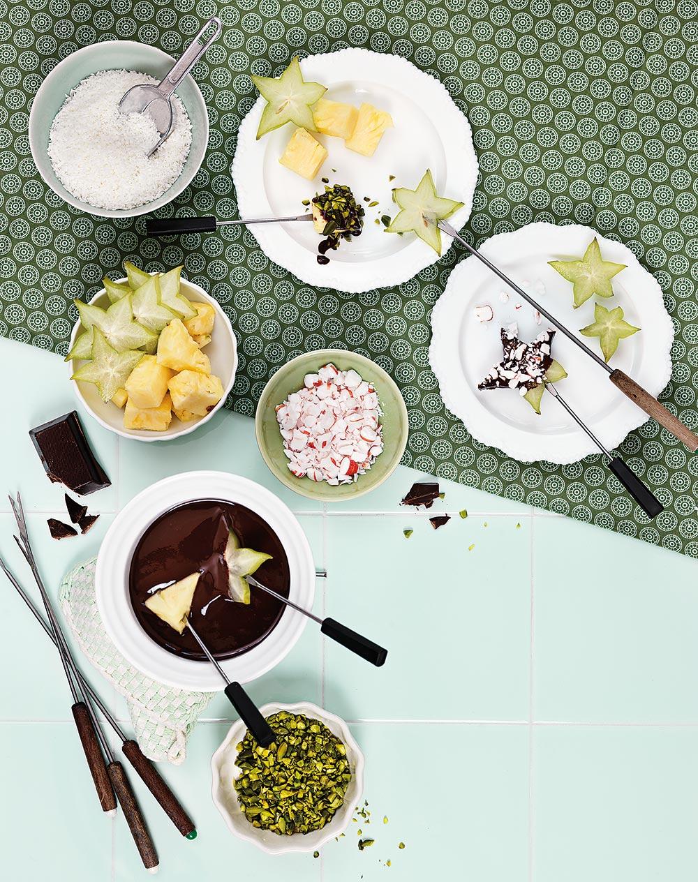 Chokladfondue med exotisk frukt och strössel