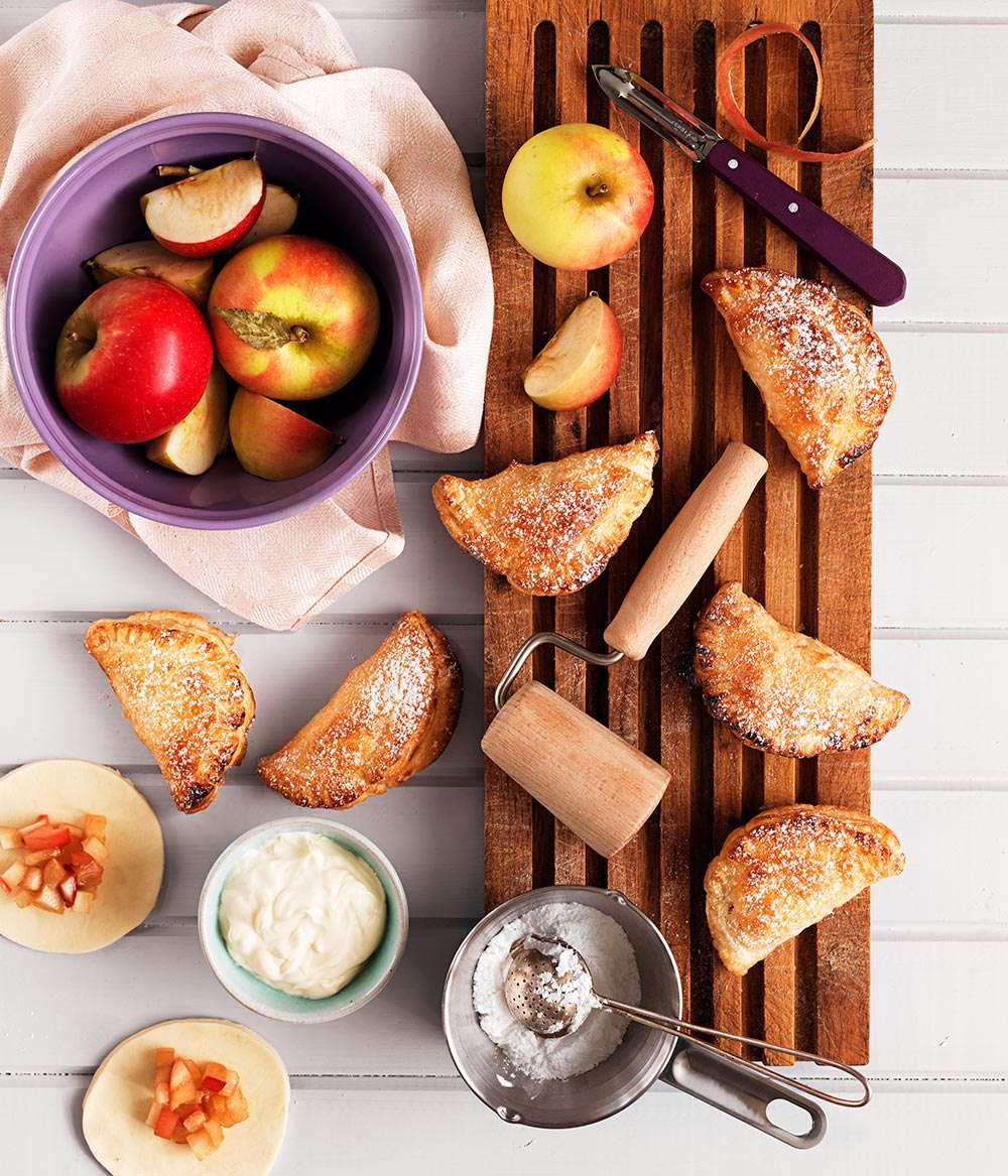 Smördegsknyten fyllda med äpple och crème fraiche