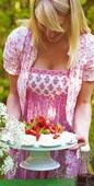 Maräng- och jordgubbstårta med citronfraiche