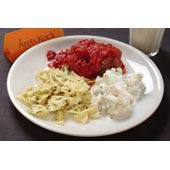 Nötfärsjärpar med tomatsås, varm pastasallad och blomkåls-, gurk- och basilikaröra
