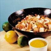 Havets wok med saffransyoghurt