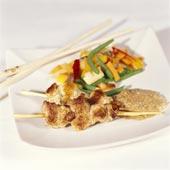 Kycklingspett med jordnöts- och kokossås