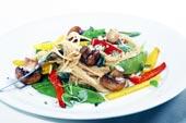 Fullkornspasta med wokade grönsaker