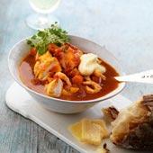 Fisk- och skaldjursgryta med len potatiscremé