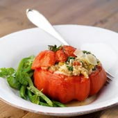 Krämig ostrisotto med örter och tomat