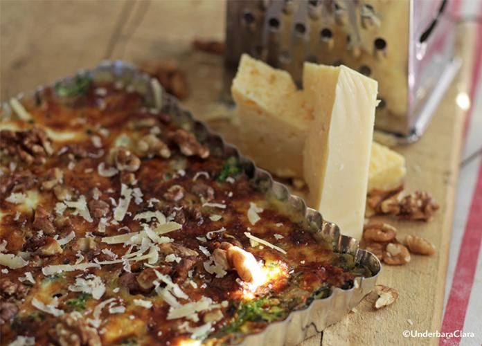 Grönkålspaj med Västerbottensost och valnötter